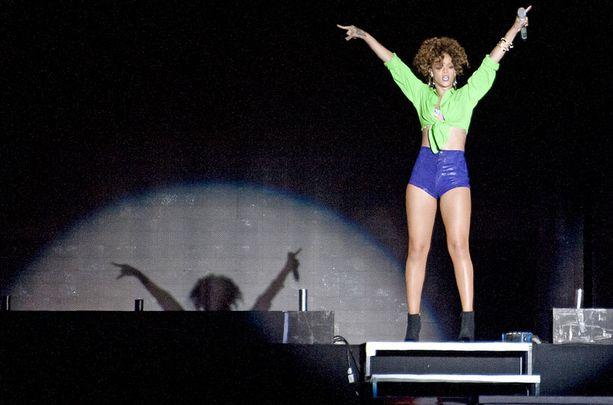 HITTIKIMARA Konsertissa kuultiin kaikki Rihannan suurimmat hitit. Yleisö reagoi jokaiseen tuttuun kappaleeseen valtavin hurrauksin.