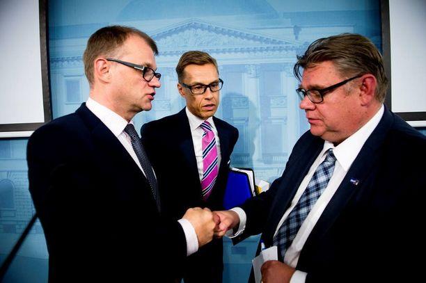 Pääministeri Juha Sipilä ja kumppanit vatuloivat Suomeen 18 itsehallintoaluetta ja 15 sote-aluetta. Kokoomus oli viiden suuralueen kannalla.