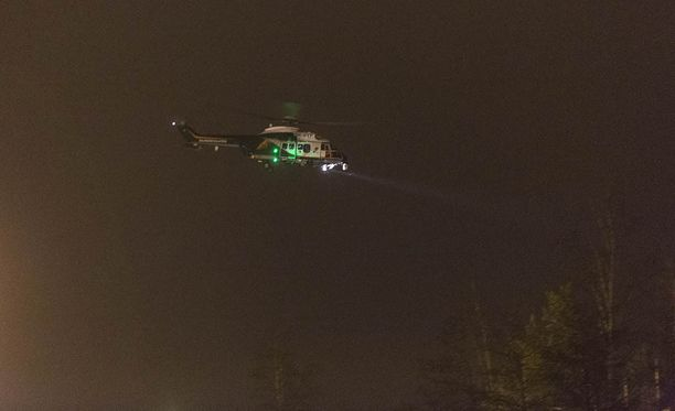 Rajavartiolaitoksen helikopteri lähti iltakahdeksan aikaan onnettomuuspaikalle Kotkasta.