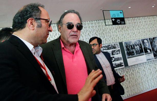 Elokuvaohjaaja Oliver Stone on pettynyt Macronin politiikkaan. Stone kuvattiin Iranissa Fajr-elokuvafestivaaleilla eilen.