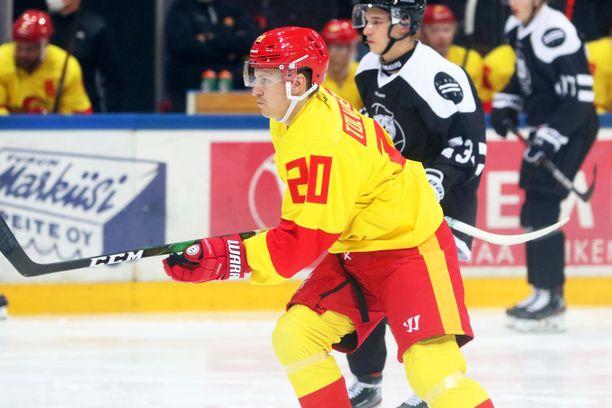 Maanantaina lainasopimuksella NHL-seura Nashville Predatorsin organisaatiosta Jokereihin siirtynyt Eeli Tolvanen onnistui heti maalinteossa, kun Jokerit voitti TPS:n Turussa 4–2.