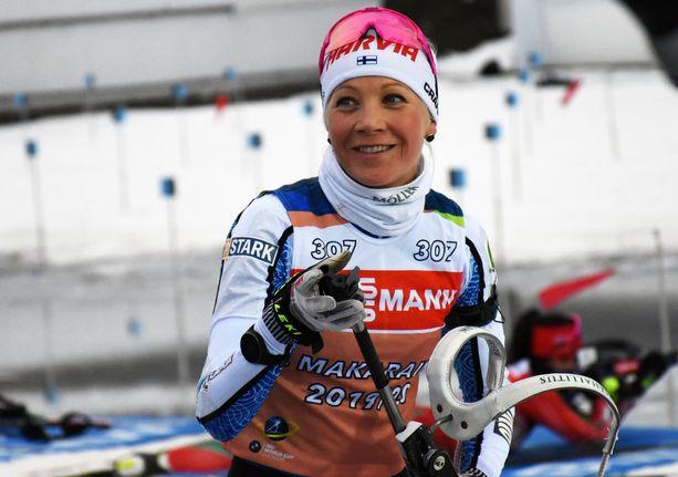 Kaisa Mäkäräinen hymyili Kontiolahdella treenien aikana keskiviikkona.