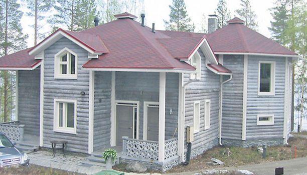 """Tämä """"kesämökki"""" sijaitsee Pohjois-Karjalassa. Omaa rantaa on luvassa 100 metriä."""