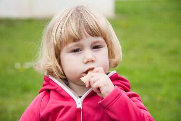 On tärkeää kiinnittää huomiota ruokiin, joita syödään usein ja suurina annoksina. Viljat ja kasvikunnan tuotteet painottuvat erityisesti lasten ruokavaliossa.