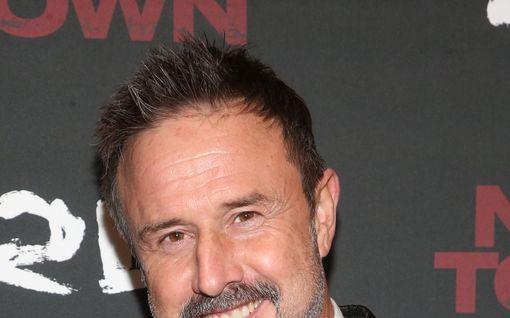"""Näyttelijä David Arquette avautuu henkeä uhanneista painivammoistaan: """"Luulin kuolevani"""""""