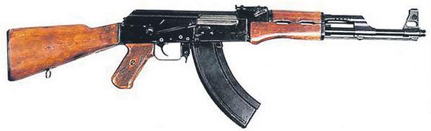 KALASHNIKOV. Ase-erässä oli myös Kalashnikovina paremmin tunnettuja AK47 -rynnäkkökiväärejä.