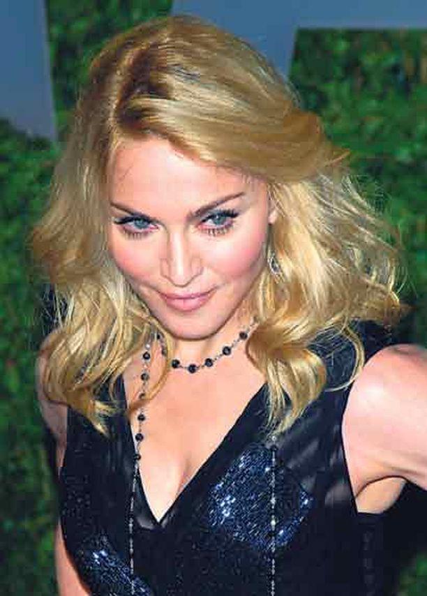 Madonnaa jahdannut paparazzi säikäytti hänen hevosensa.