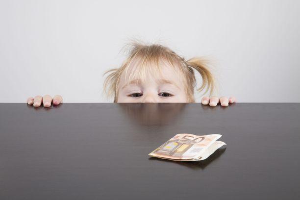 Thurénin mielestä rahasta ja rahankäytöstä kannattaa alkaa puhua jo lapsen ollessa pieni.