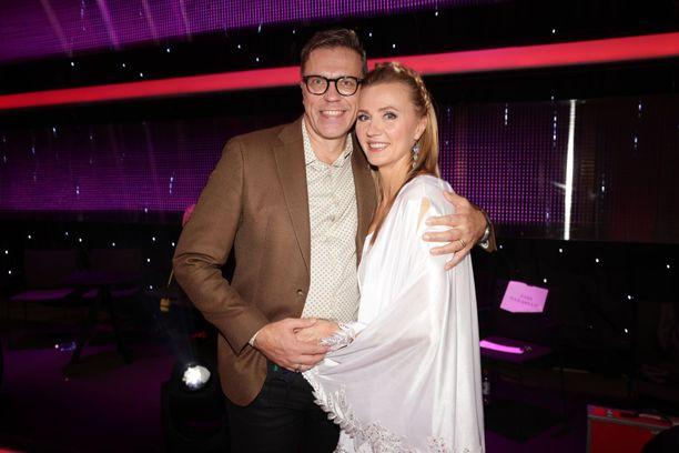 Virpi ja Jari Sarasvuo ovat olleet naimisissa jo kymmenen vuotta.