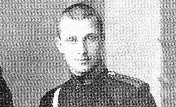 Nuori Mannerheim Nikolain ratsuväkiopistossa 1880-luvun loppupuolella.