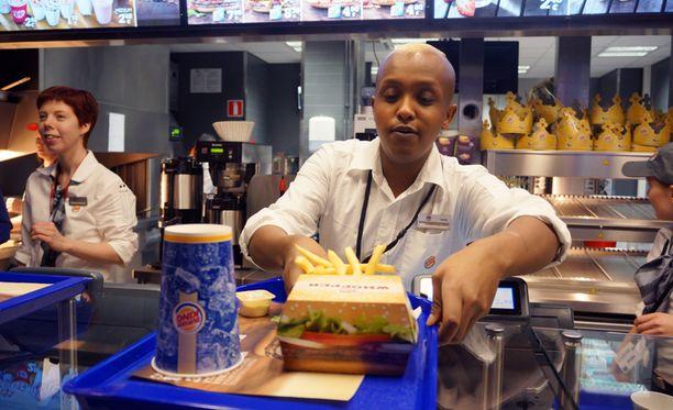 Burger Kingissä asiakkaille annettaa tyhjä muki, joka täytetään itse.