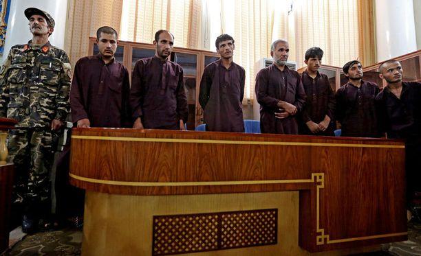 Seitsemän miestä sai syyskuun alussa Kabulissa tuomion aseellisesta ryöstöstä ja viisi lisäksi raiskauksista. Kuolemaantuomitut teloitetaan huomenna.