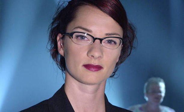 Kirsi Salo veti rooliaan pirullisena tietokilpailun juontajana. Pikka Kock on kuitenkin joutunut Salon piikittelyjen jälkeen vuosien piinan kohteeksi.