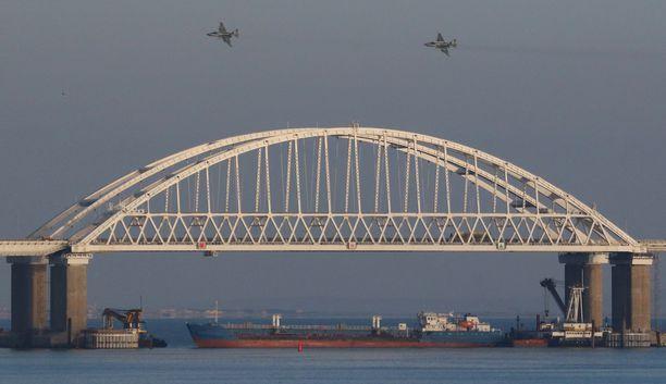 Kaappaus tapahtui Kertšinsalmella. Kuvassa näkyvä Krimin silta yhdistää Krimin niemimaan eteläiseen Venäjään