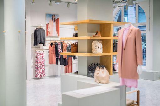 Samsøe & Samsøen uusi liike Helsingin Kämp Galleriassa.