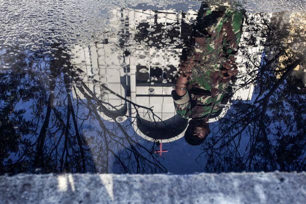 Indonesiassa on tehty jo kahtena päivänä itsemurhaiskuja.