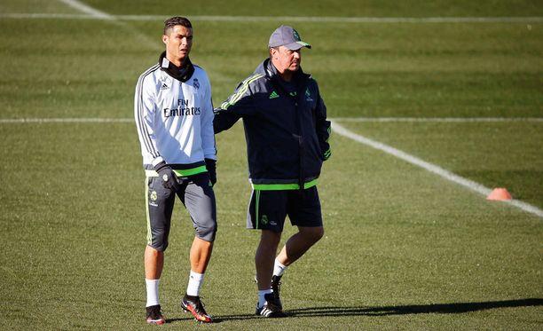 Cristiano Ronaldon ja Rafael Benitezin välejä luonnehditaan tulehtuneiksi.
