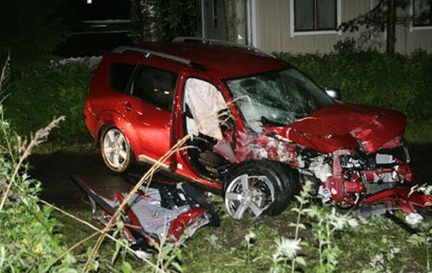 Kaikki auton turvalaitteet laukesivat hurjassa tieltä suistumisessa.