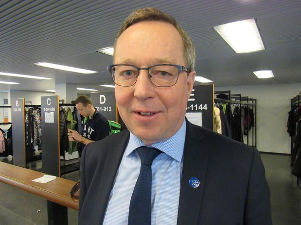 Keskustan Mika Lintilä nousi rahan käyttöä valvovaksi valtiovarainministeriksi.