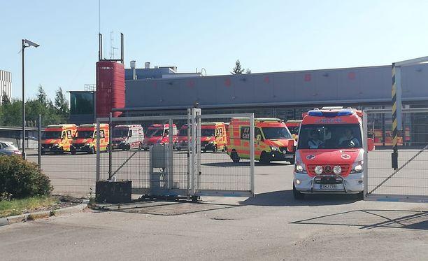 Paikalle hälytettiin useita ambulansseja.