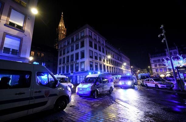 Mies ampui kolme ihmistä kuoliaaksi. Lisäksi 13 haavoittui.