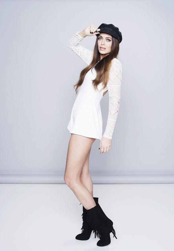 Jessica Ruokola on pitkä ja hoikka, kuten Einikin.