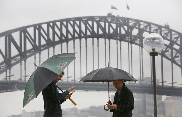 Sydneyn sataman silta on yksi alue, jolla Australian viranomaiset haluavat rajoittaa dronejen lennättämistä.