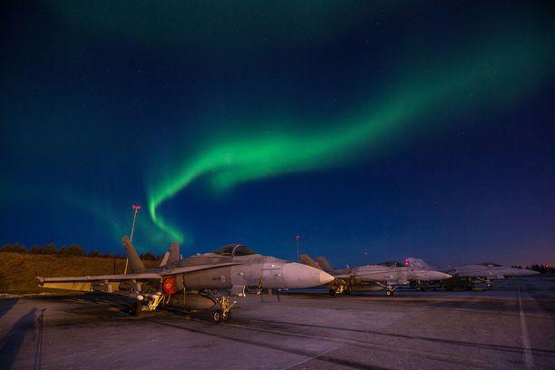 Puolustusvoimain entisen komentajan Juhani Kaskealan mukaan Suomi teki töitä kymmenen vuotta saadakseen Hornet-hävittäjiinsä kauaskantoiset JASSM-risteilyohjukset.