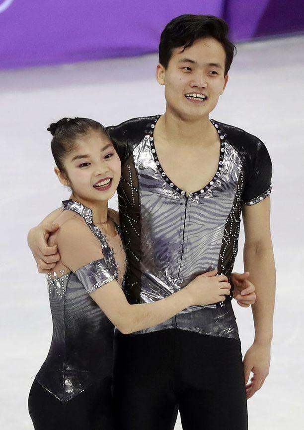 Ryom Tae Ok ja Kim Ju Sik onnistuivat pariluistelussa Pyeongchangissa. He saavuttivat sijan 13.