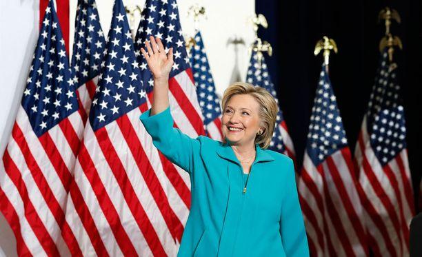 Demokraattien presidenttiehdokas Hillary Clinton johtaa Donald Trumpia viidellä prosenttiyksiköllä.