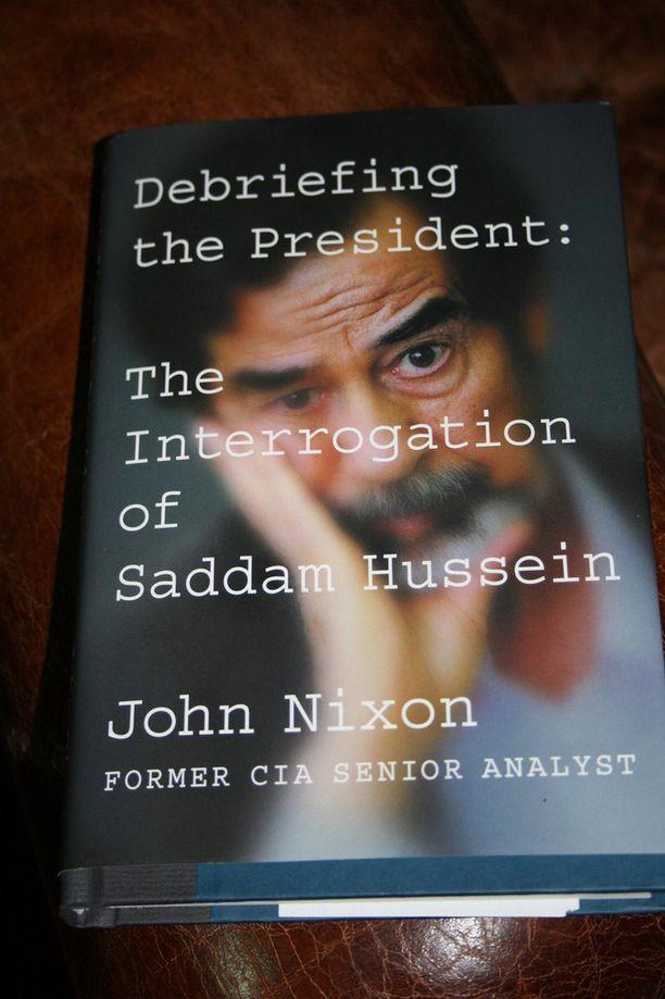 CIA tarkisti käsikirjoitusta 14 kuukautta ja sensuroi osan tekstistä. Kirjaan on jätetty paljon mustia palkkeja poistetun tekstin paikalle.