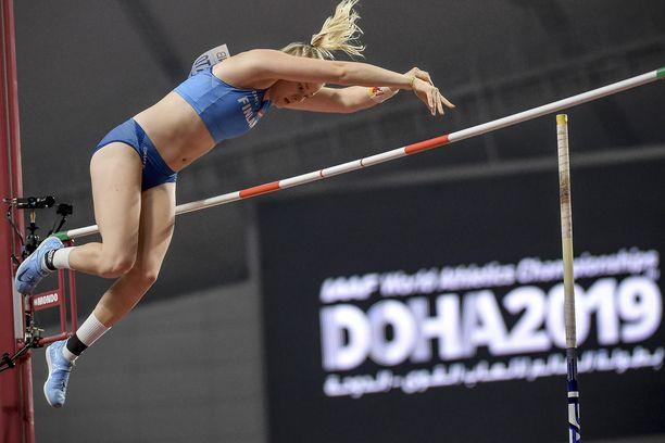 Wilma Murron juniorien ME-tulos ei ole ainakaan vielä jalostunut menestykseksi aikuisten sarjassa. Murron ennätys on 471, Dohassa meni 435.