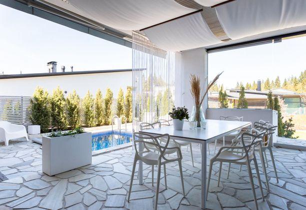 Tamperelaisen luksuskodin mukavuuksiin kuuluu esimerkiksi uima-allas. Hintapyyntöä kohteella on liki miljoona euroa.