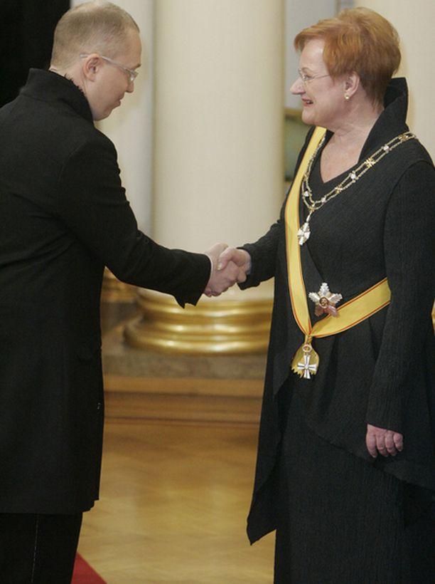 ...ja poikansa Markon kanssa, mutta Tarja Haloselle ei kutsua Nobel-juhliin herunut.