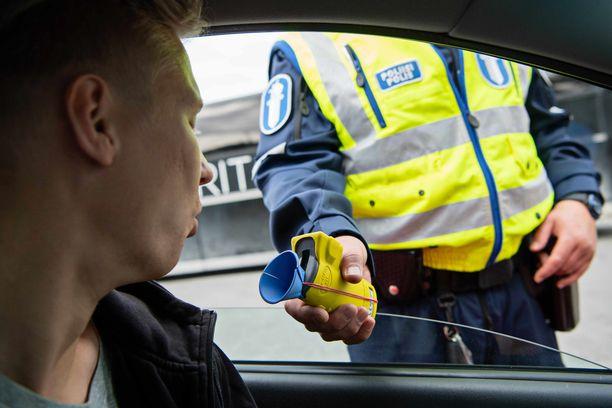 Poliisin pysäyttämäksi joutuminen on rattijuopon matkustajien onni ja voi såästää ihmishenkiä.