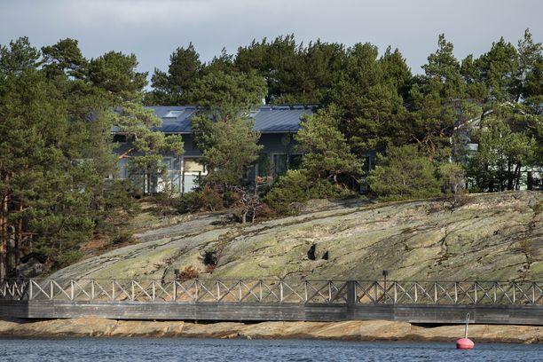 Saaristomerellä sijaitseva Säkkiluoto kuuluu rikoksista epäillyn Saariston Helmi Oy:n hallinnoimiin tontteihin.