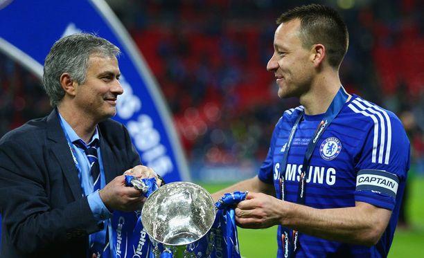 José Mourinho ja John Terry juhlivat maaliskuun alussa liigacupin mestaruutta.