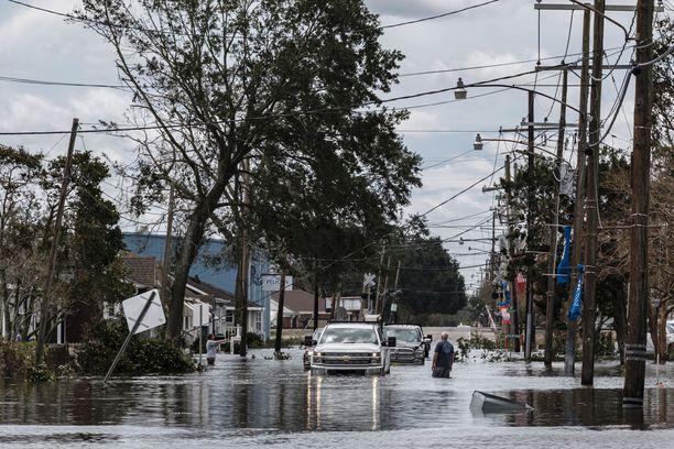 Hurrikaani Ida rantautui Louisianan osavaltioon sunnuntaina noin puoliltapäivin paikallista aikaa. Myrsky aiheutti laajamittaisia tuhoja ja on tähän mennessä vaatinut ainakin kahden ihmisen hengen. Uhriluvun odotetaan kasvavan.