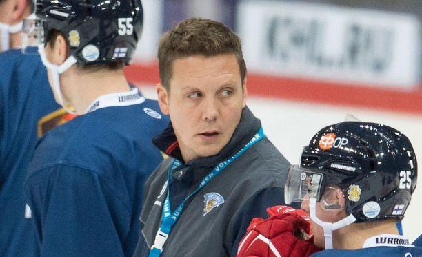 Lauri Marjamäki nosti Oskar Osalan ja Marko Anttilan kokoonpanoon ja pudotti Jani Lajusen pois.