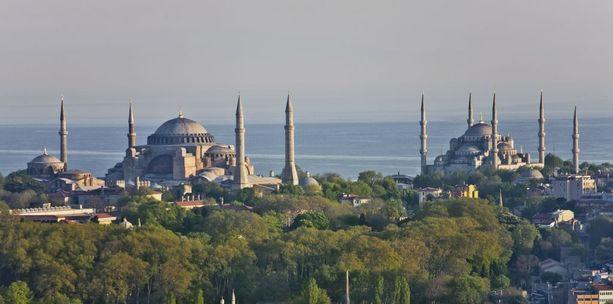Ulkoministeriö neuvoo turisteja välttämään väkijoukkoja ja noudattamaan varovaisuutta erityisesti suurkaupungeissa ja Itä-Turkissa. Kuva Istanbulista.
