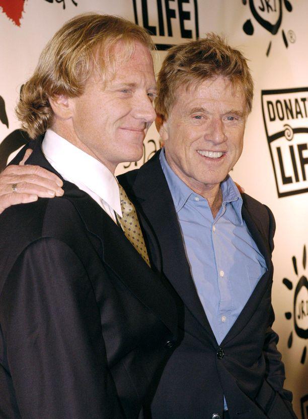 Robert Redford (oik.) on menettänyt jo kaksi poikaansa. Vasemmalla James.
