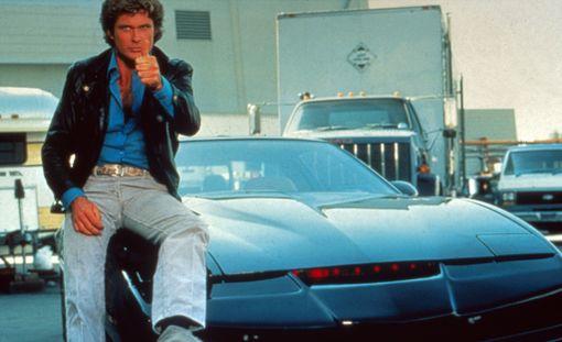 Tällaisena David Hasselhoff esittämä Michael Knight muistetaan KITT-autonsa ratista.