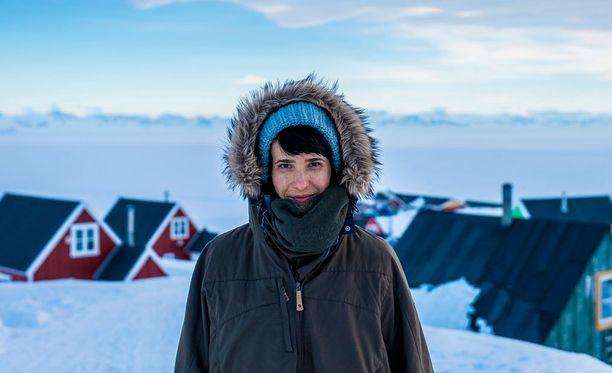 Aino Huilaja perehtyy myös Grönlannin ongelmiin: korkeisiin itsemurhalukuihin ja päihteiden käyttöön.