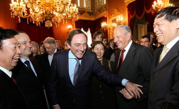 Portugalin rikkain ihminen on Américo Amorim (kuvassa toinen oikealta). Hänen omaisuutensa arvo on 3,9 miljardia euroa.