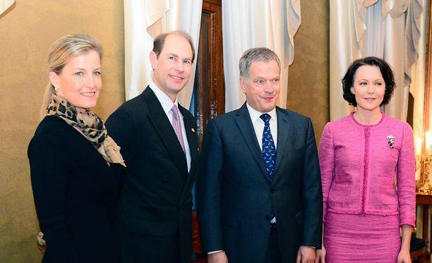 Wessexin jaarli prinssi Edward ja hänen vaimonsa Wessexin kreivitär Sophie saapuivat Suomen presidenttiparin vieraiksi.