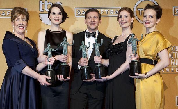 Downton Abbey palkittiin lukuisilla palkinnoilla. Siitä tehtiin kuusi tuotantokautta.