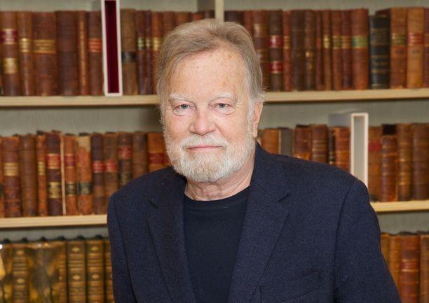 Nicky Henson oli kokenut näyttelijä, jonka ura alkoi jo 70-luvulla.