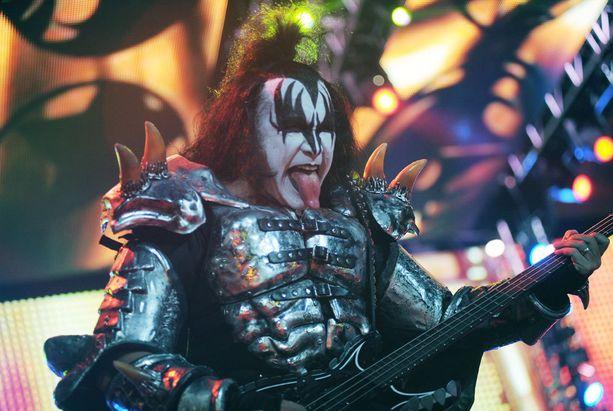 Kiss-yhtyeen keulahahmona tunnettu Gene on totuttu näkemään maskissaan. Kuva vuodelta 2015.