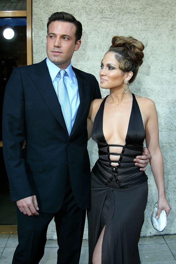 Ben Affleckin ja Jennifer Lopezin romanssi villitsi aikanaan median ja fanit. Kuva vuodelta 2003.