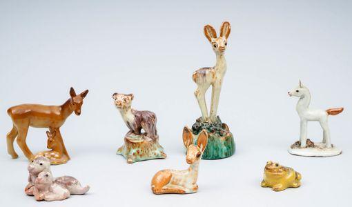 7 kappaleen figuriinin erä Kupittaan Saven tuotantoa. Vasarahinta oli 71 euroa.